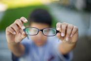 护眼视频网络热传声称能治疗近视 医生:都是假的