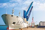 远望号火箭运输船队送抵文昌后回港