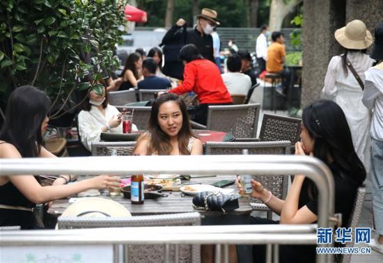 (经济)(3)上海:特色夜市 拉动消费