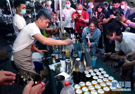 (经济)(1)上海:特色夜市 拉动消费