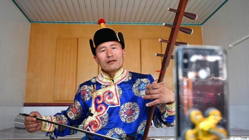 蒙古族傳統說唱中的脫貧故事